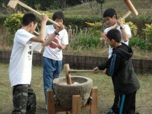 木花中学生の餅つきチャレンジ
